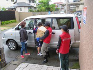 家庭連合平和ボランティア隊UPeace・熊本被災地物資の運び込み