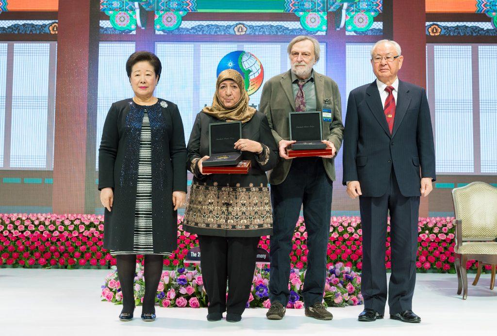 世界平和統一家庭連合公式サイト|第2回鮮鶴平和賞記念写真